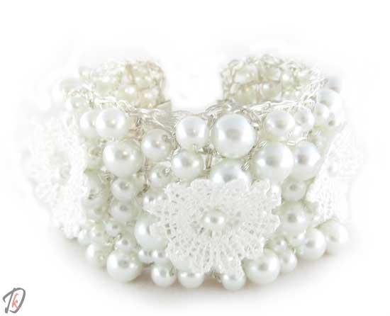 White bride zapestnica/bracelet